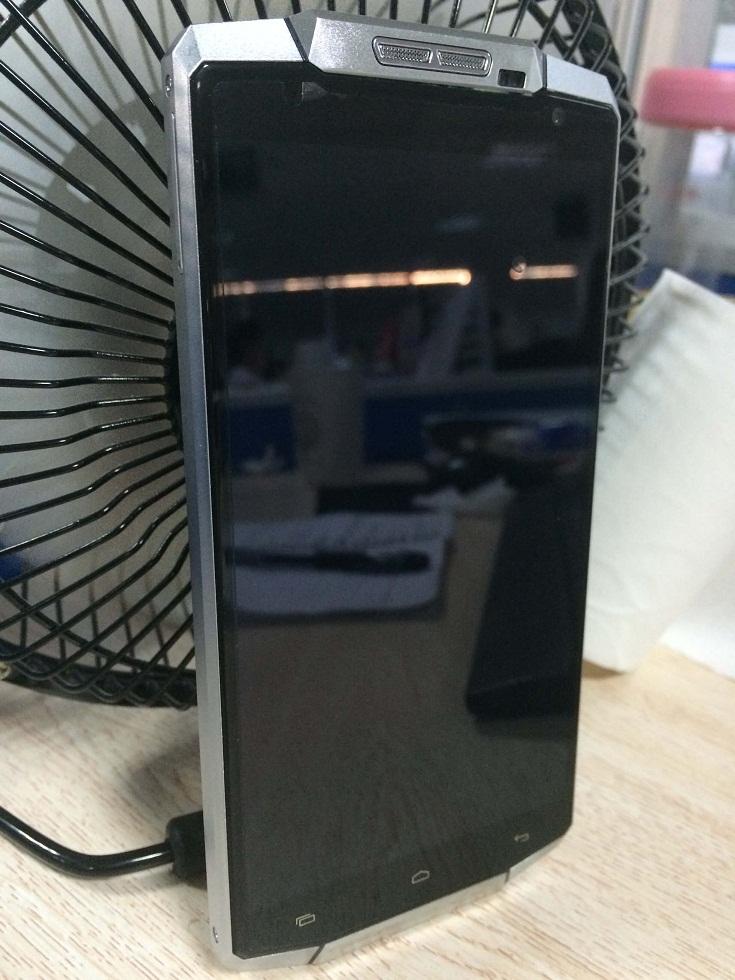 OUKITEL K10000 un telefon monstru 4G cu baterie de 10000 mAh