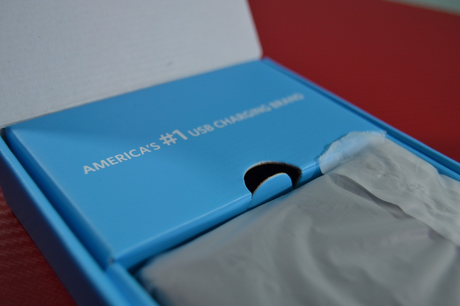 "Unboxing Anker PowerCore 10400 mAh, acumulator extern ce ""miroase"" a calitate"