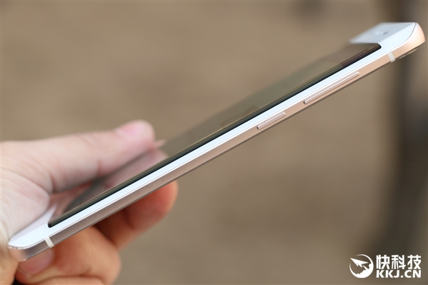 i Primele imagini cu Vivo XPlay 5, sa fie o clona Samsung Galaxy S7 Edge?