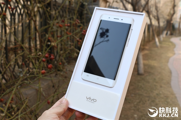 r Primele imagini cu Vivo XPlay 5, sa fie o clona Samsung Galaxy S7 Edge?