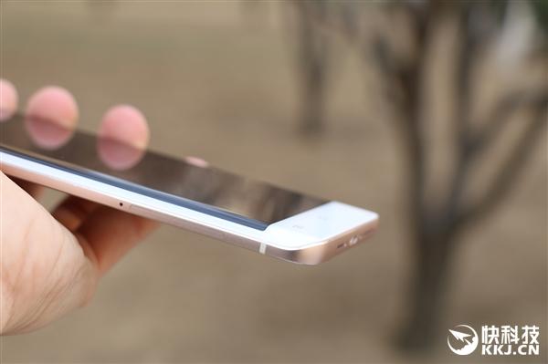 u Primele imagini cu Vivo XPlay 5, sa fie o clona Samsung Galaxy S7 Edge?