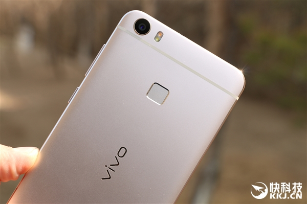w Primele imagini cu Vivo XPlay 5, sa fie o clona Samsung Galaxy S7 Edge?