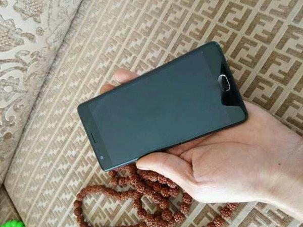 CiUkrW6XIAA0T8l Imagini si specificatii ale unuia dintre cele mai asteptate telefoane chinezesti: One Plus 3