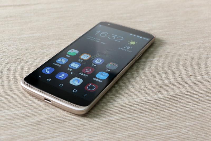 zzttee ZTE AXON Mini un super telefon dar mai ales un super pret acum!