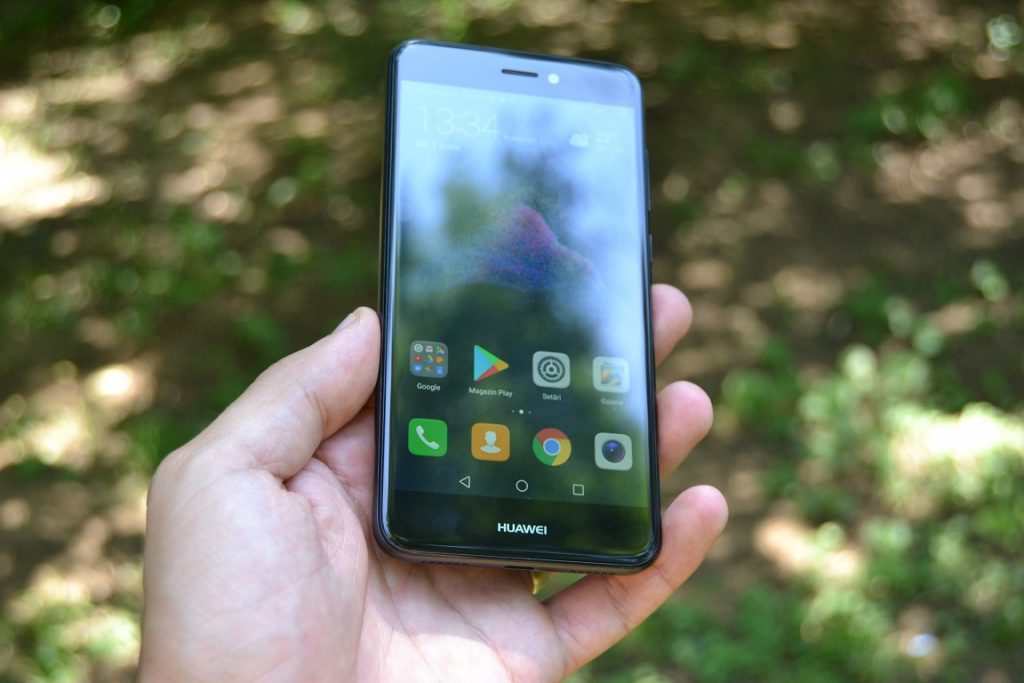 review huawei p9 lite 2017, design excelent si ecran bun