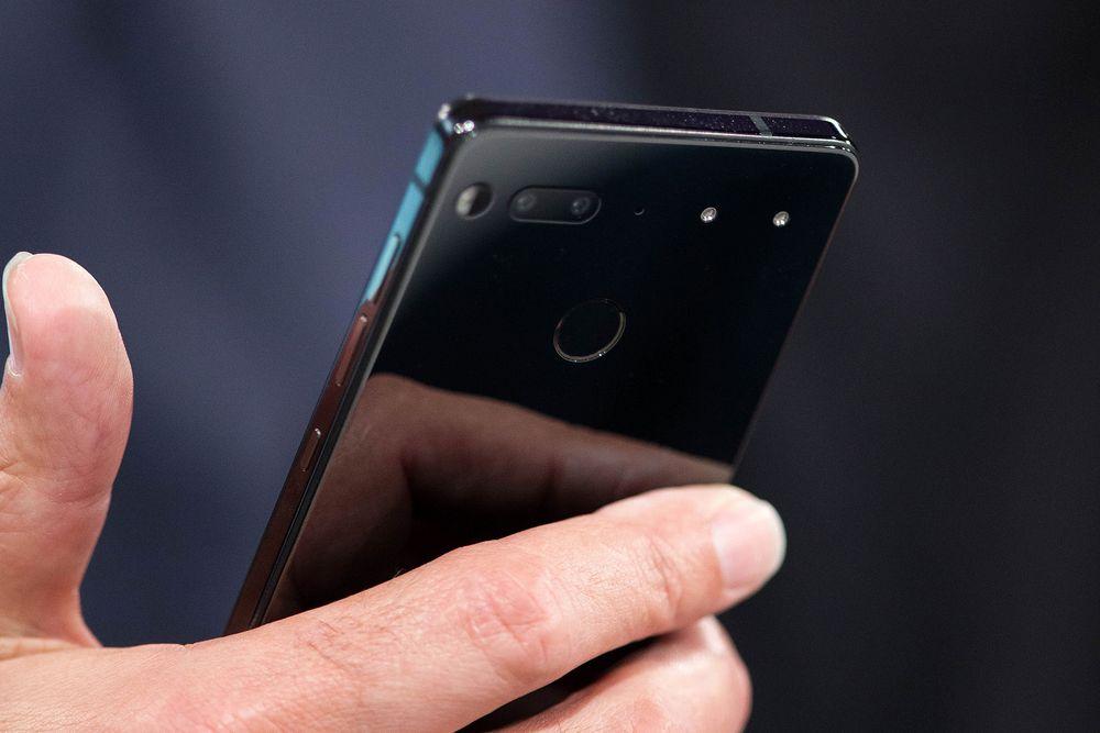 "essential phone ph-1, ""tatal android"" are telefon propriu cu pret pe masura"