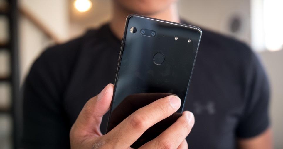 iata si un review pentru essential phone, arata chiar bine!