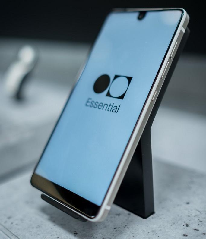 Essential Phone iata si un review pentru essential phone, arata chiar bine!