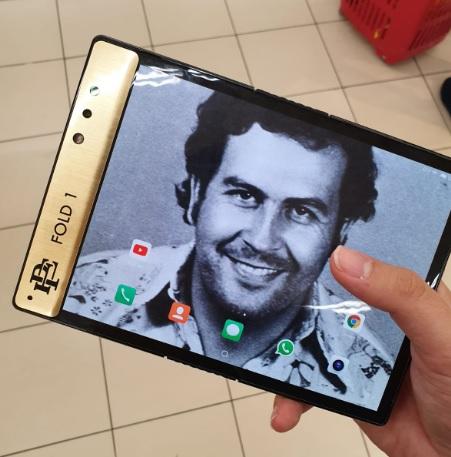 telefonul pliabil ce costa numai 350 usd, pablo escobar fold 1