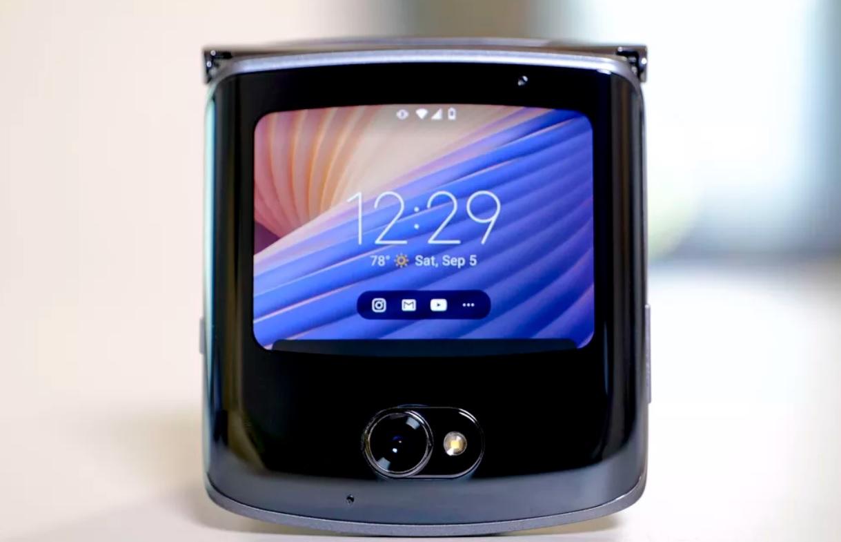 Ce ofera pentru 1400 USD nou lansatul Motorola Razr 5G?